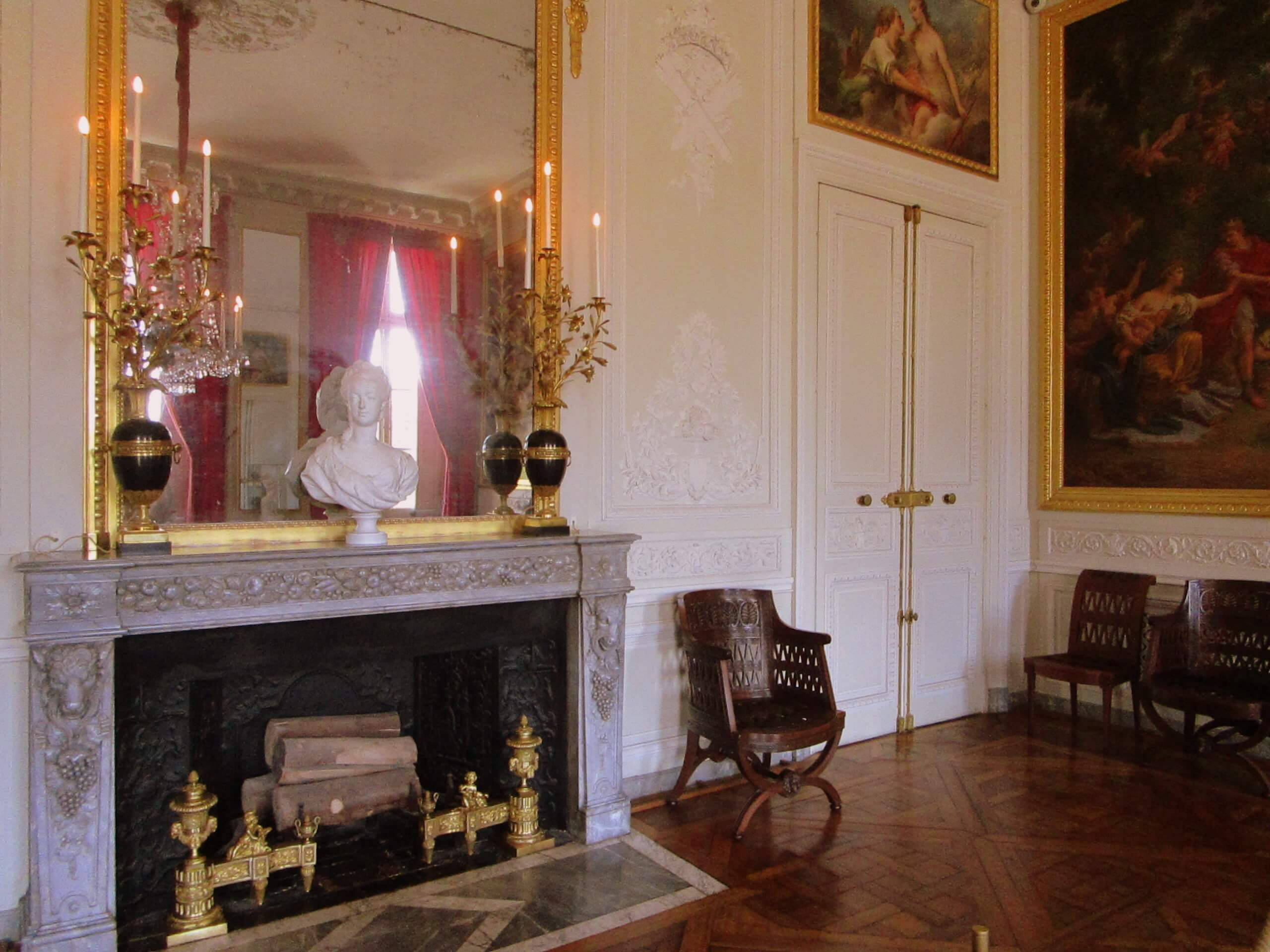 Marie Antoinettes Estate, salon of the Petit Trianon