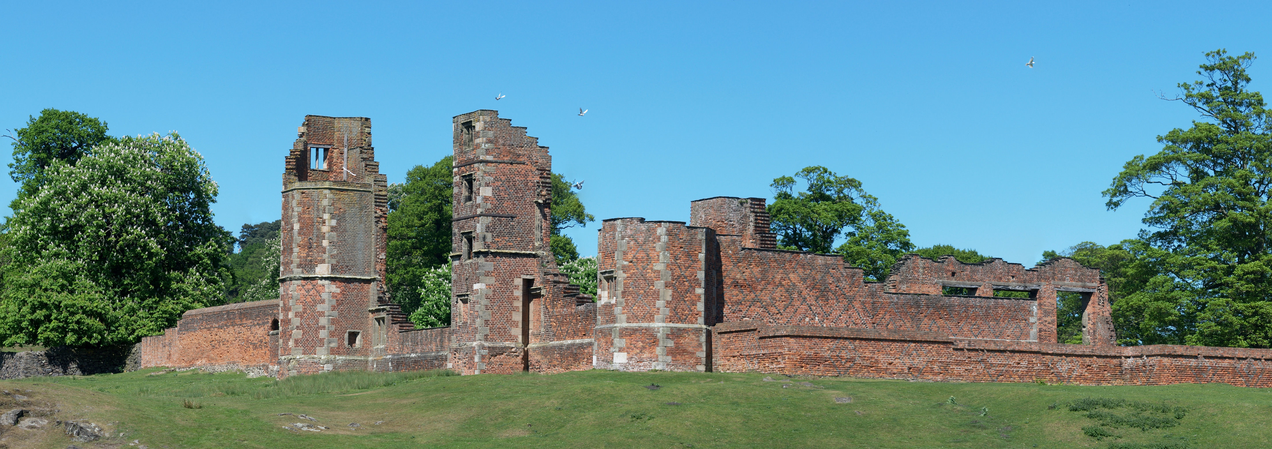 Bradgate House, By NotFromUtrecht - Own work, CC BY-SA 3.0