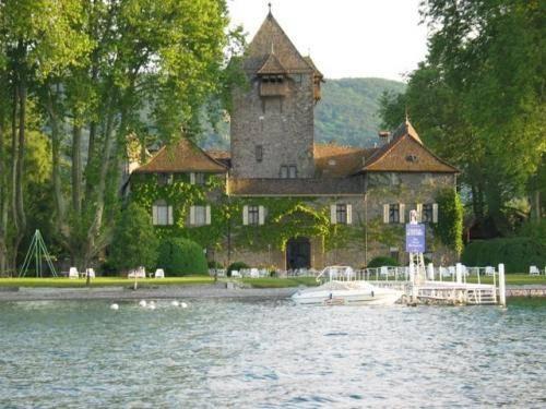 Chateau De Coudrée
