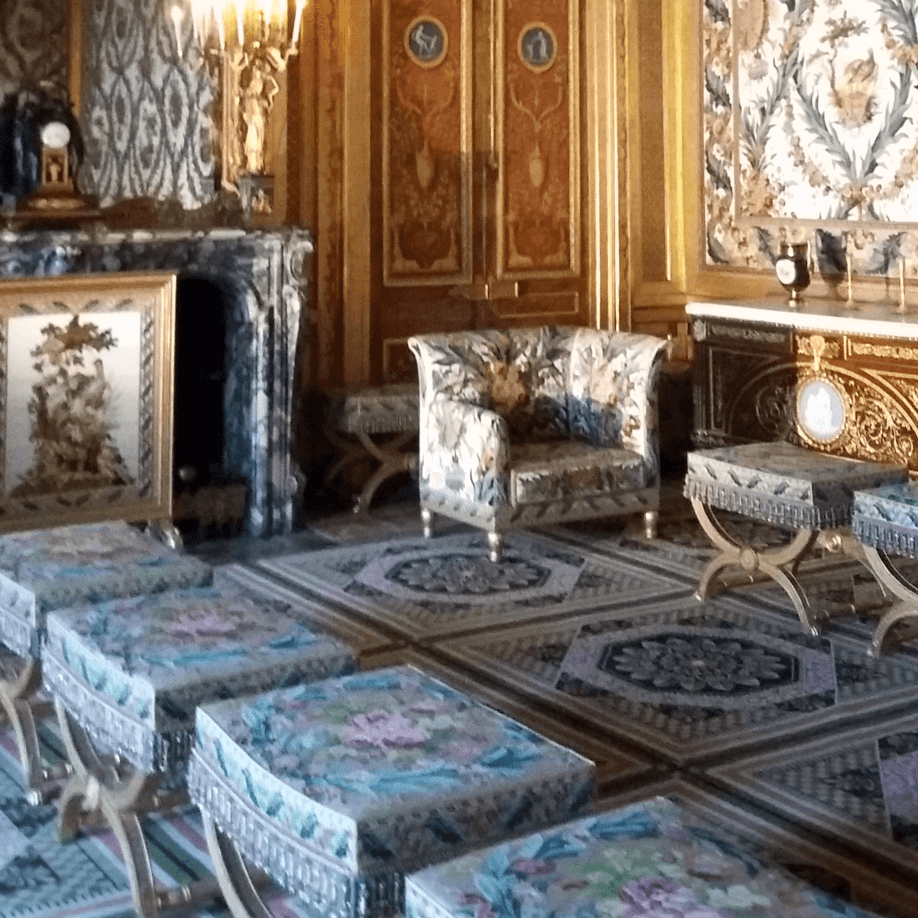 Fauteuils and tabourets at the Chateau de Fontainebleau, were the same rules apply.