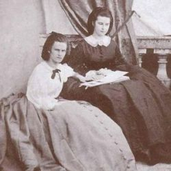 Duchess Elisabeth ( to the right) and her older sister Duchess Hélène. ( I can see why Franz Joseph choose the younger sister!)