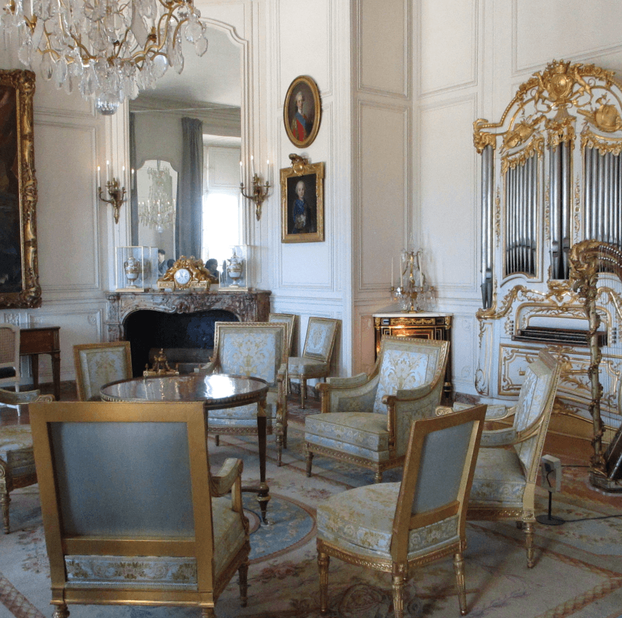 Seats with and without arms at Versailles Palace. You rank depicted the seat you were entitled to.