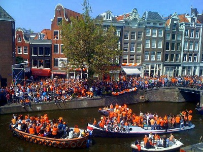 The Amsterdam canals during Queensday