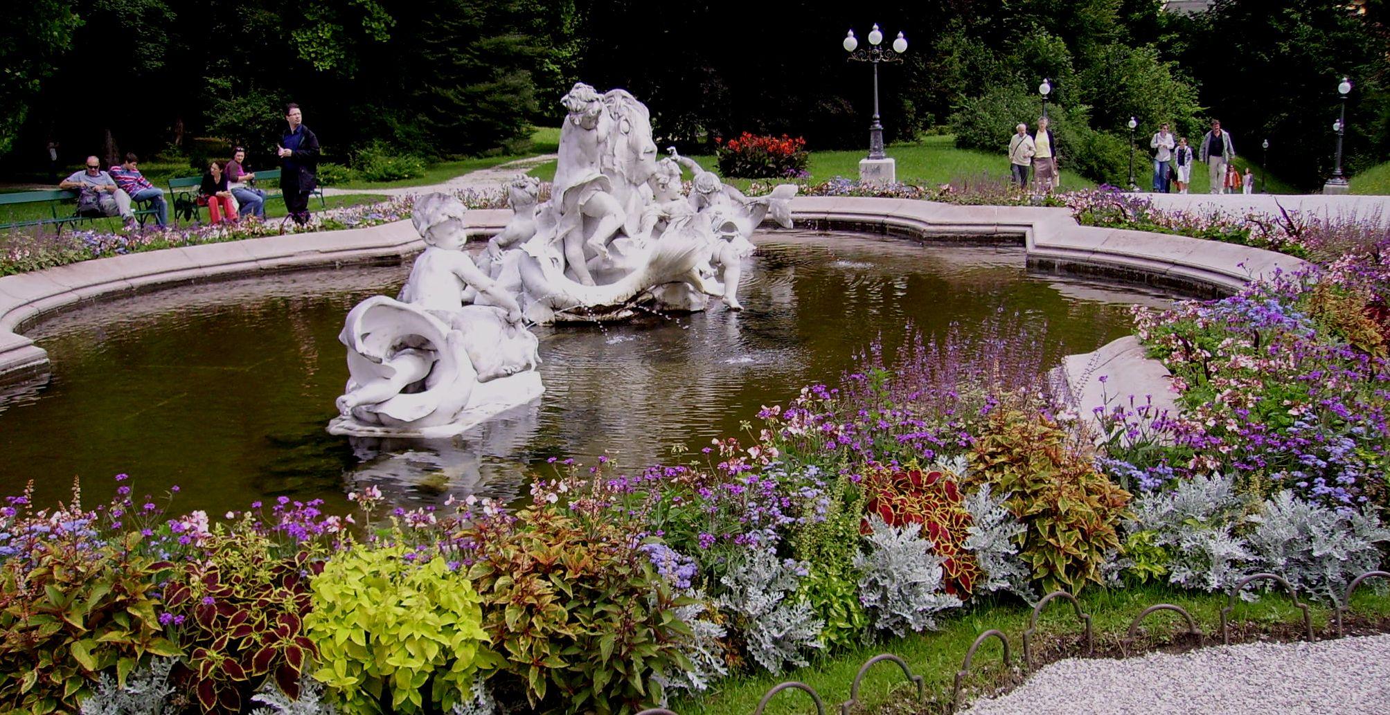 White marble fountain designed by Viktor Tilgner in front of the Kaiservilla