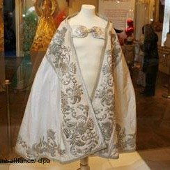 Priest's mantle, holding the silver embroidery of Empress Elisabeth's wedding gown